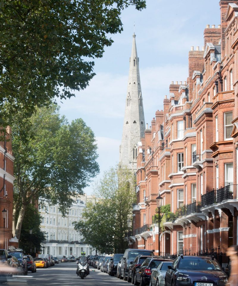 Chelsea holds a fascinating history of property and expansion. Our beautiful neighbourhood rests in west London. Click to find out more.